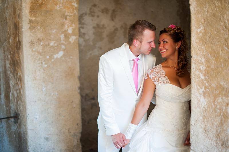 poročni portret para na blejskem gradu